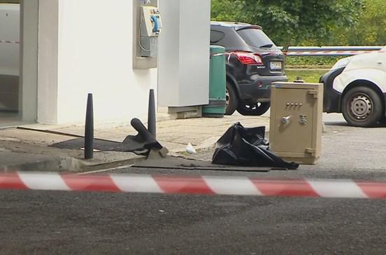 Perseguição policial termina com dois assaltantes baleados