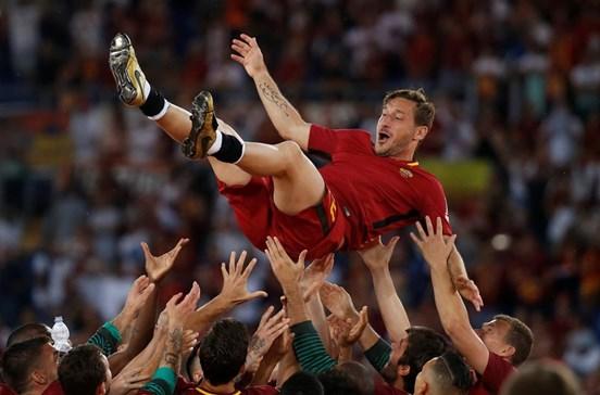 Roma vence no adeus de Totti