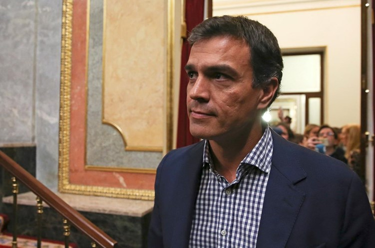 Socialistas espanhóis pedem demissão de Rajoy