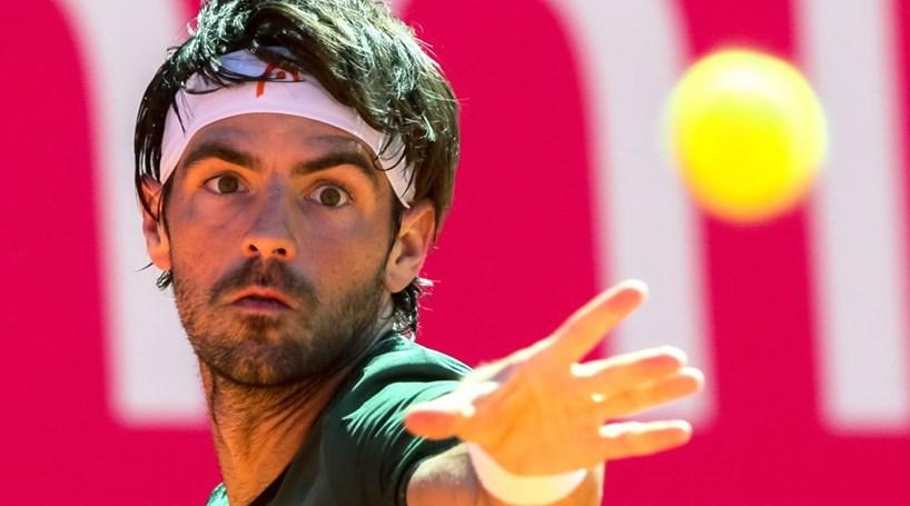 João Sousa avança para os oitavos de final no Estoril Open
