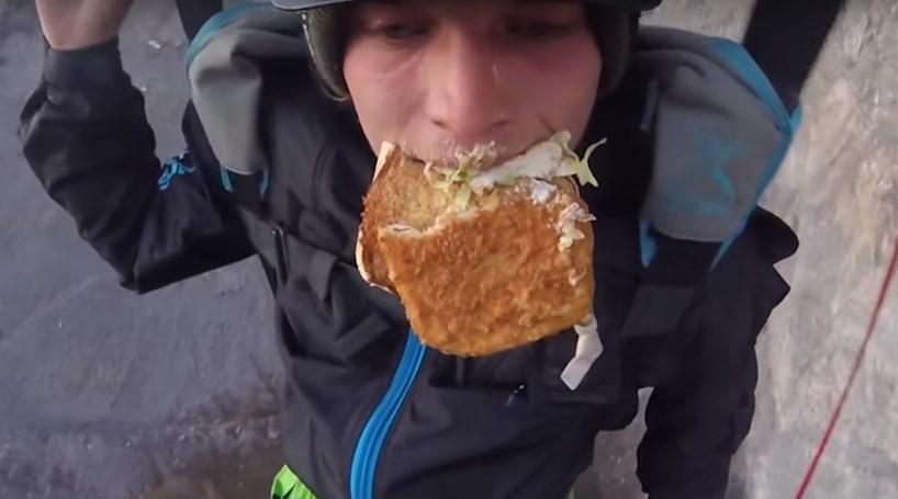 Praticante de 'base-jumping' salta a comer hambúrguer
