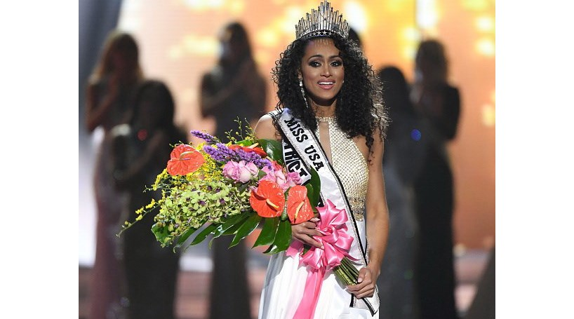 Cientista de 25 anos eleita Miss EUA