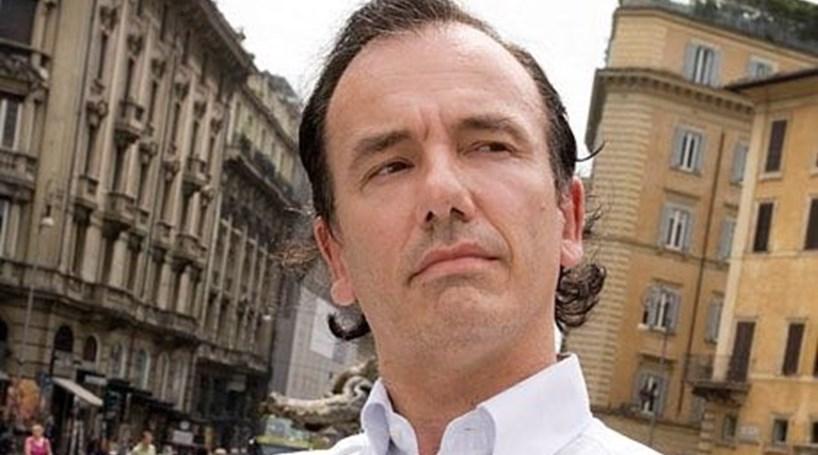 Jornalista italiano inventou morte de escritora através de Twitter falso de ministra francesa