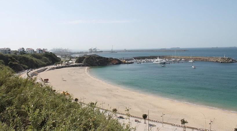 Ministério Público acusa quatro arguidos por derrame de combustível no mar em Sines