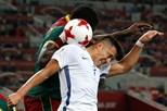 Chile vence Camarões por 2-0