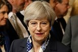 Theresa May obtém confiança do parlamento britânico por curta margem