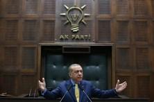 Doze agentes de segurança do presidente turco com mandados de detenção