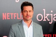 Brad Pitt visto em clima de romance com Sienna Miller
