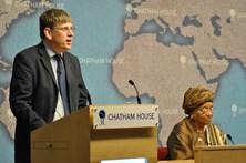 Especialista diz que Angola devia pedir ajuda financeira ao FMI em 2018