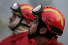 Voluntários trabalham sem parar para dar de comer a mais de mil bombeiros