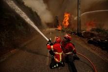 Bombeiros combatem chamas que alastram em Góis