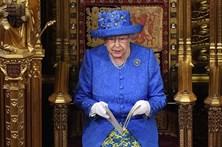 Rainha de Inglaterra quis dizer algo sobre o Brexit com o chapéu?