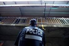 Homem acusado após esfaqueamento em aeroporto dos EUA