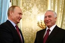 """Presidente do Brasil diz ter construído """"laços acolhedores"""" com Putin"""