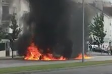 Vídeo mostra carro desportivo a arder em Viseu