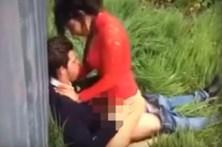 Casal filmado a fazer sexo atrás de barraca de cerveja