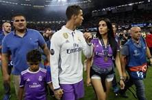 """Namorada de Ronaldo está """"feliz"""" com chegada de gémeos"""