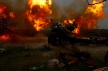 Israel bombardeia posições do exército sírio junto aos Golã