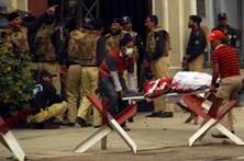 Mais de 100 mortos em explosão de camião cisterna no Paquistão