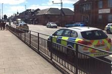 Carro atropela grupo de pessoas em Newcastle
