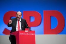 Martin Schulz ataca frontalmente Merkel a três meses das legislativas