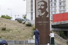 Monumento a Cosme Damião vandalizadado com inscrições alusivas ao Sporting