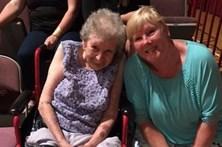Avó de 98 anos cumpre sonho de ver espectáculo de striptease