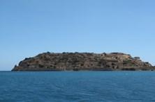 Jovem morre afogada na piscina de resort em ilha grega