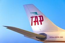 Conheça o avião 'retro' da TAP que sobrevoou Portugal