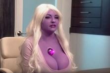 Mulher roxa surpreende médicos com pedido de aumento mamário
