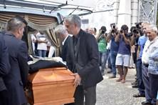 Mourinho emocionado no último adeus ao pai