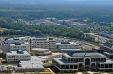 Pânico em base militar dos Estados Unidos após suspeita de atirador