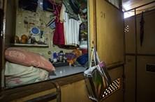 200 mil pessoas vivem em cubículos com condições precárias em Hong Kong