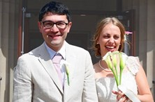 Casal faz boda ecológica com comida fora de prazo