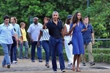 Barack Obama passa férias em família na Indonésia