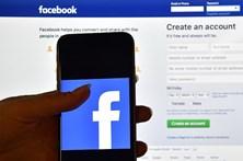 Facebook elimina perfis de grupos supremacistas após violência em Charlottesville