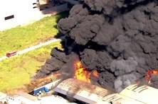 Grande incêndio atinge fábrica de produtos químicos em São Paulo