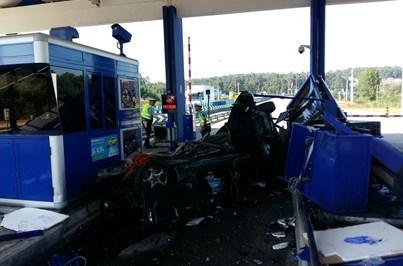 Carro embate contra portagem e faz um morto em Santa Maria da Feira