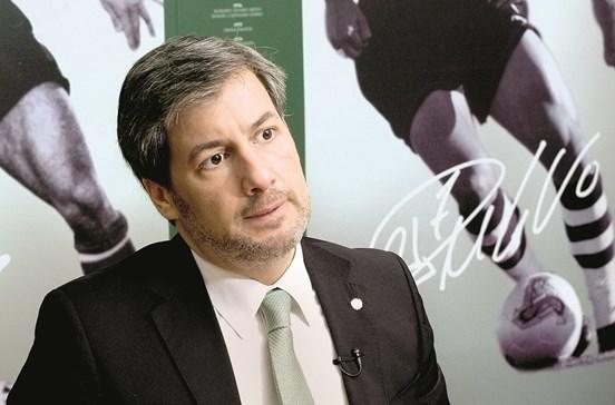 Férias de Bruno de Carvalho criticadas