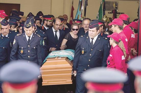 País unido no adeus a bombeiro herói