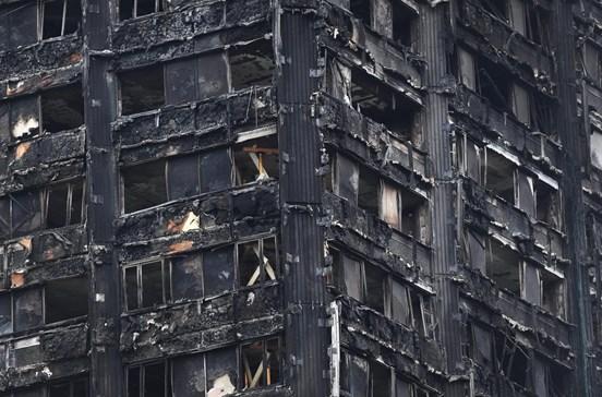 Cinco torres em Londres recebem ordem de evacuação