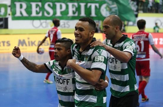 Sporting goleia Sporting de Braga e fica a um triunfo do título de futsal