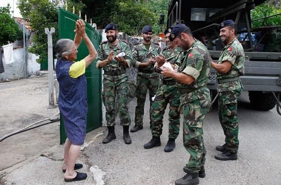 Fuzileiros levam ajuda às vítimas da tragédia de Pedrógão
