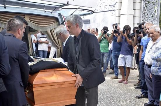 Palmas e lágrimas no adeus a Mourinho Félix