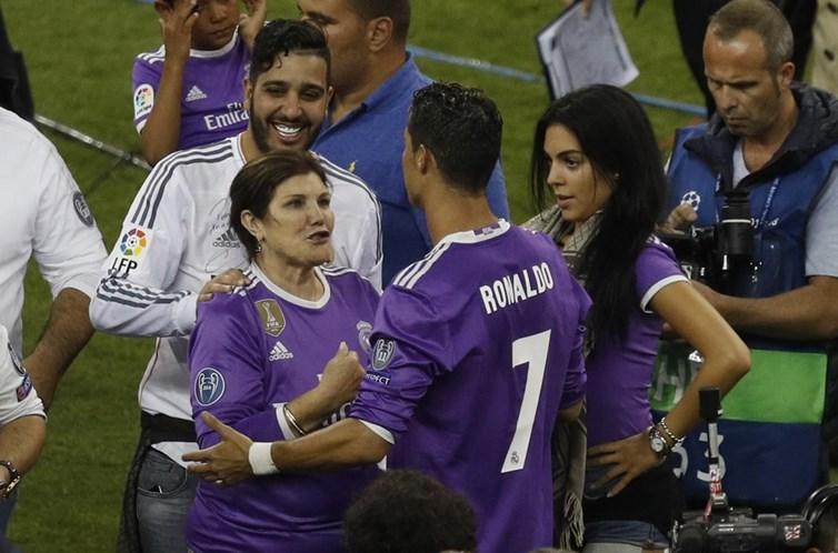 Cristiano Ronaldo desembolsou uma fortuna para gêmeos em barriga de aluguel