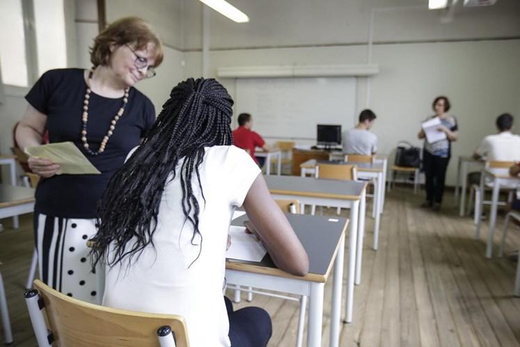 Notas de Português e Matemática melhoram, Física e Química pioram