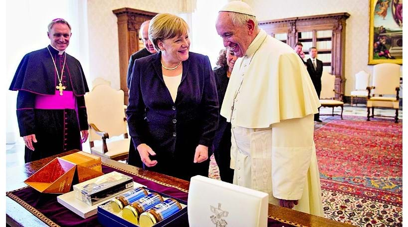 Merkel recebida pelo Papa em audiência privada