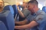 Homem alcoolizado em avião é amarrado por passageiros