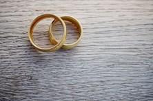 Recupera anel de diamantes no lixo