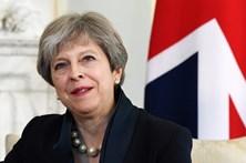 """Theresa May pede """"sentido de responsabilidade"""" para negociações do Brexit"""